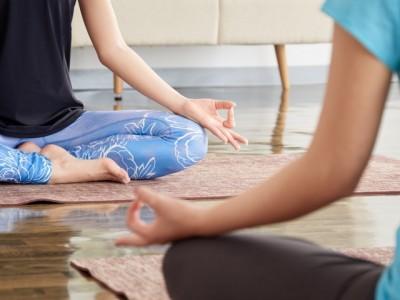 瞑想(蓮華座)